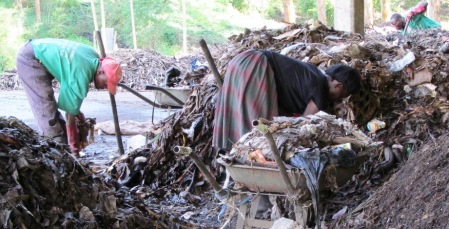 Household garbage being composted. CDM project in Western Uganda.Photo: Å. Bjørke
