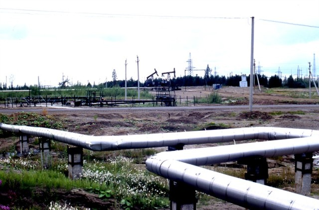 Oil pipeline and facilities in Komi, Russia. Photo: P. Prokosch