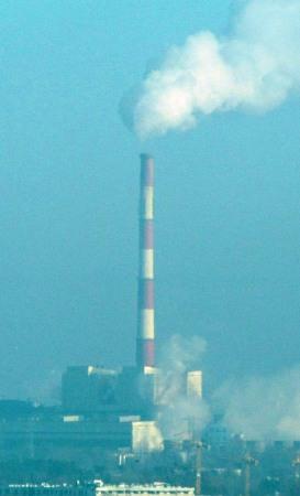 Tall chimneys do not entail no air pollution. Photo: Å. Bjørke
